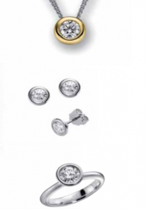 Ketten, Ohrringe und Ring in Silber und Gold